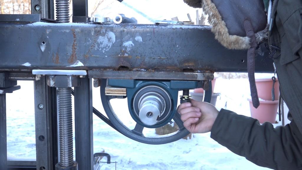 Bandsaw Blade Tracking Adjustment