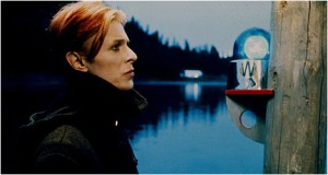 The Man Who Fell To Earth checks out a light.