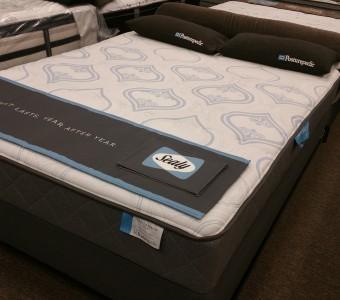 Sealy Posturepedic Queen Floor Model  550  Mattress
