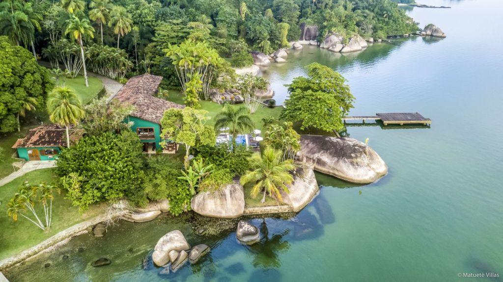 Carrossel aluguel de casas de luxo Villa04 em Angra dos Reis Rio de Janeiro 1