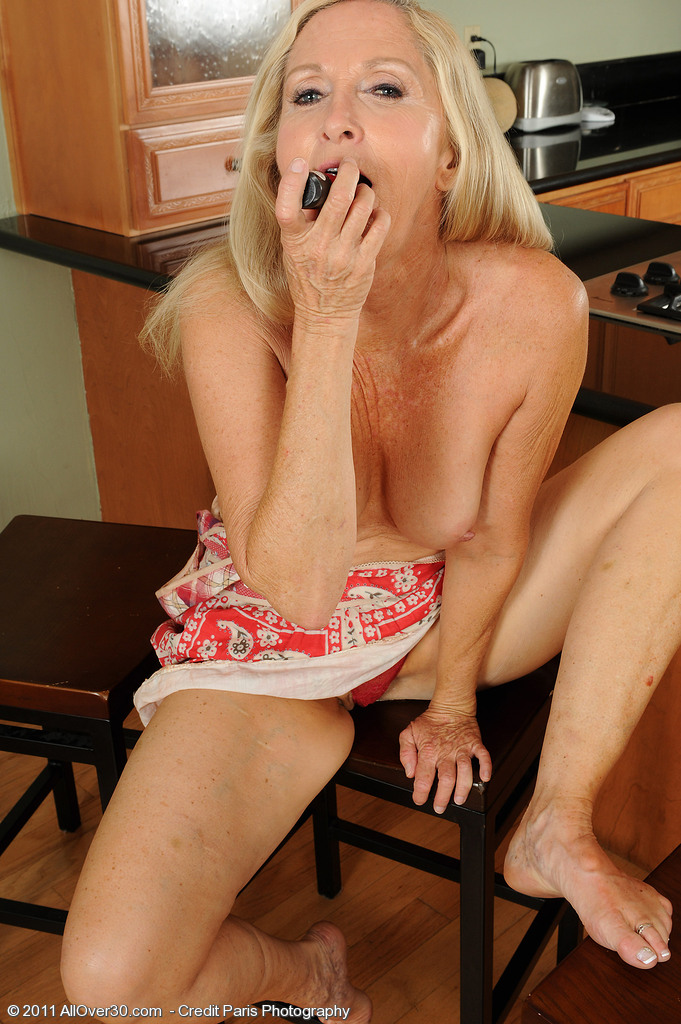 Blonde moms favorite activity  MATURE XXX PICS