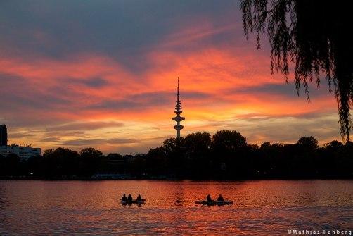 aussenalster-Hamburg-Sonnenuntergang-Fernsehturm