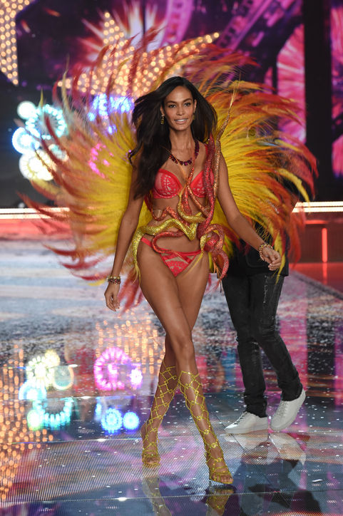 victorias-secret-fashion-show-2015-joan-smalls-laiscavalari-para-mauchacoelho