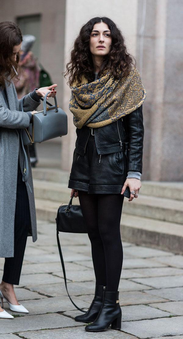 street-style-look-lenco-pescoco-meia-preta-jaqueta-bota