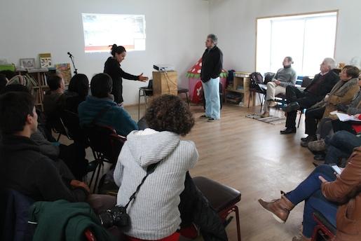 Artistas dialogaron sobre los desafíos del teatro en el Maule
