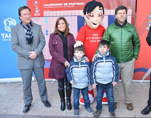 Mascota del Mundial Sub 17 llegó a Talca para cautivar al público maulino