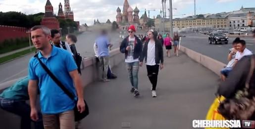 """Video: Experimento social en Rusia muestra la reacción de la gente al ver a una """"pareja gay"""" paseando"""