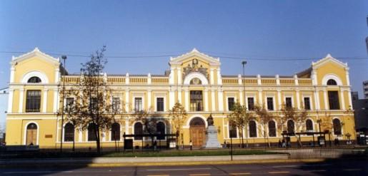 """U. de Chile dictará cursos gratuitos online """"para fortalecer la educación pública"""""""