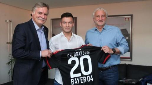Charles Aránguiz oficializa su arribo al Bayer Leverkusen