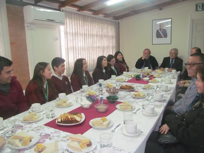 Gobierno felicitó presentación del colegio San Jorge en feria internacional