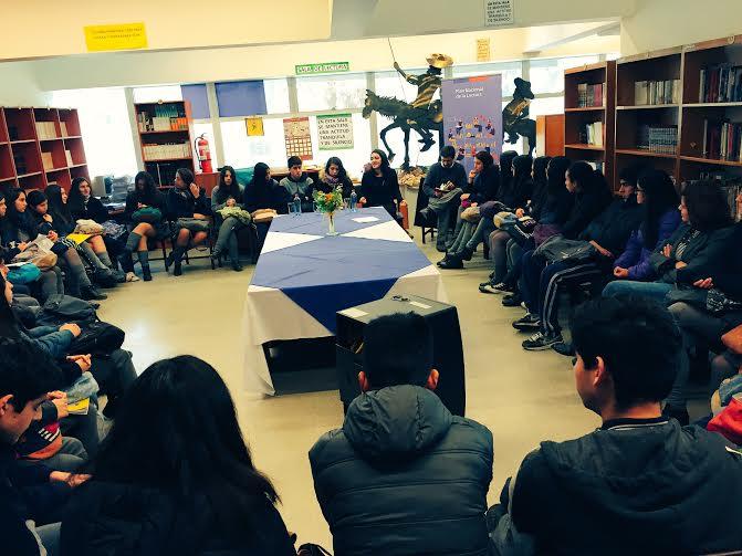 """Estudiantes de Cauquenes descubren la dramaturgia a través de """"Diálogos en Movimiento"""""""
