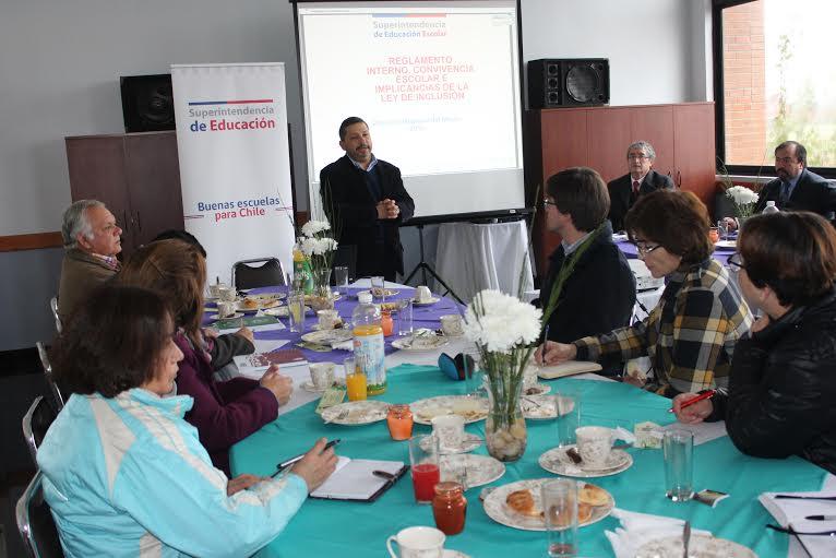 Director de SUPEREDUC orientó a integrantes de EDUPROF respecto a la Ley de Inclusión