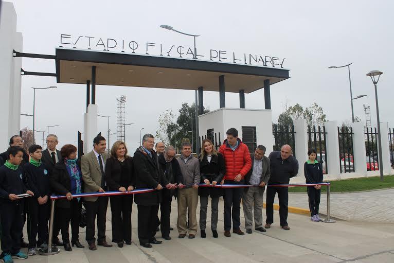 Autoridades inauguraron mejoramiento del Estadio Fiscal de Linares