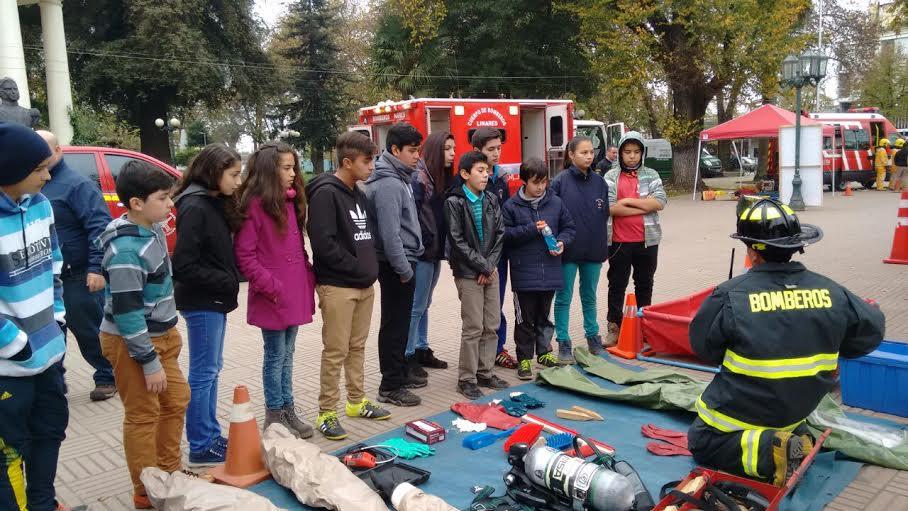 Excelente aceptación tuvo la Primera Muestra de Material de Bomberos en Linares