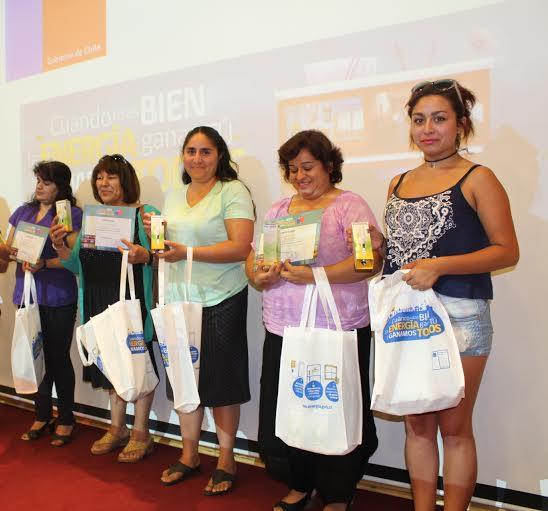 Más de 2 mil 200 kits de ampolletas de ahorro ha entregado el Gobierno en la región
