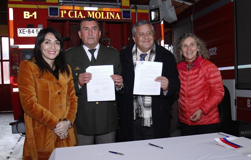 Serviu entrega sitio en comodato a Tercera Compañía de Bomberos de Molina para nuevo cuartel
