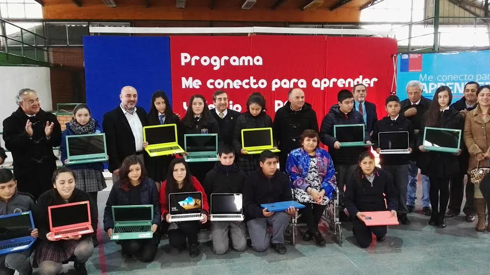 201 Estudiantes de la comuna de Retiro reciben computadores portátiles