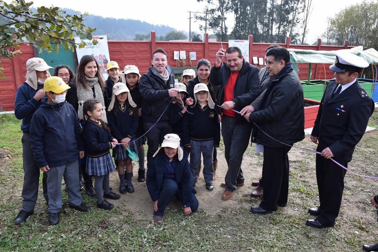 Escuela Lago Vichuquén de Aquelarre cuenta con innovador huerto financiado por el FOSIS