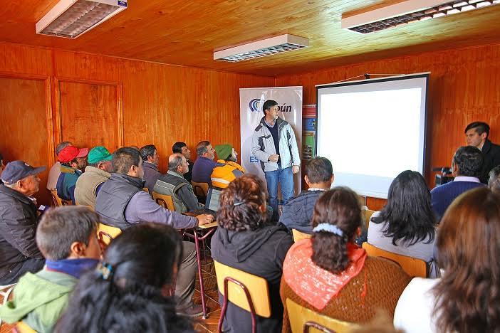 Agricultores de comuna de Colbún se capacitan para optimizar uso de suelos
