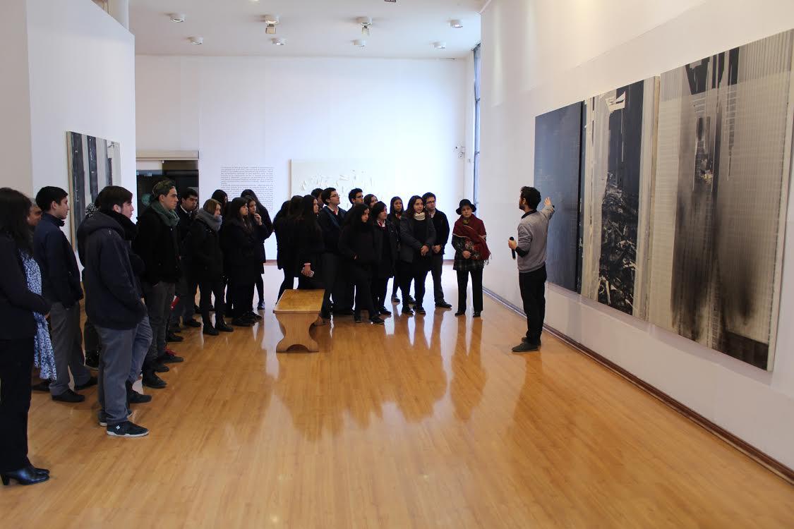 Artista visual Matías Movillo realizó un conversatorio con alumnos talquinos