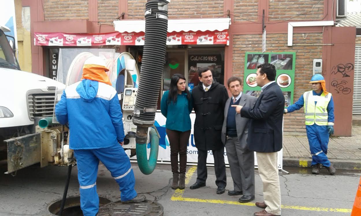 Nuevosur refuerza mantención de alcantarillados con campaña de buen uso de redes en Curicó