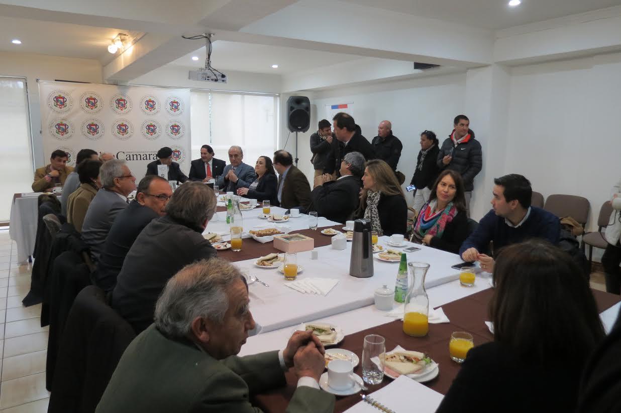 Gobernador Vega celebró Día del Comercio
