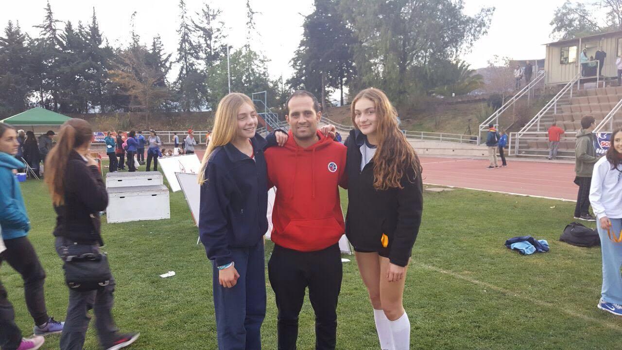Hermanas Cárcamo triunfan en torneo atlético Rolf Hoppe