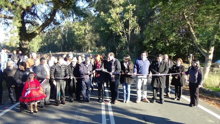 Autoridades y vecinos inauguraron pavimento en ruta que une Linares con San Javier
