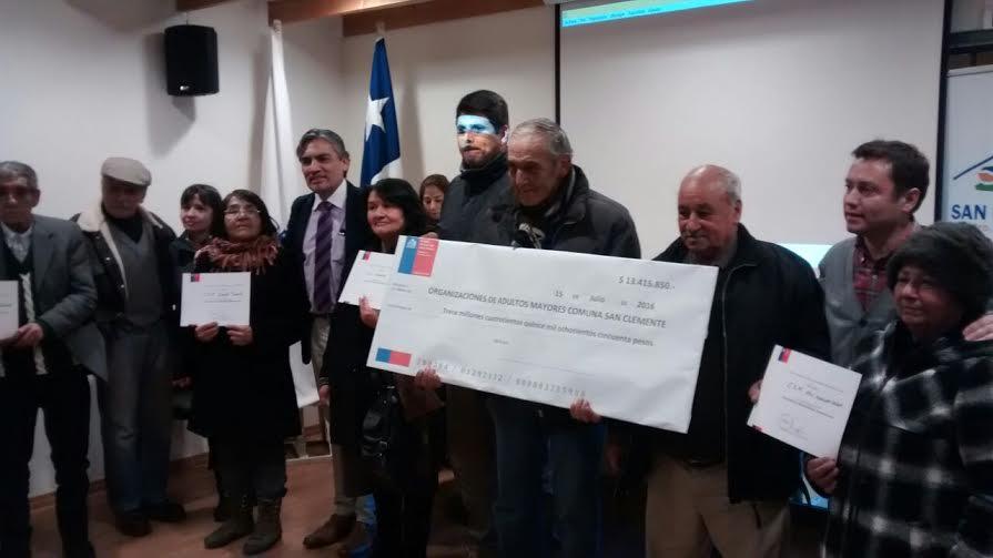 Agrupaciones de Adultos Mayores de San Clemente recibieron fondos entregados por SENAMA