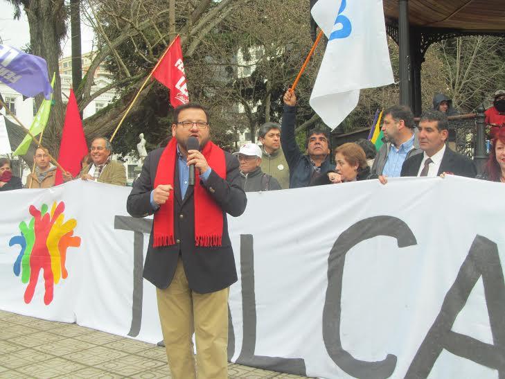 Fernando Leal inscribe candidatura a alcaldía de Talca