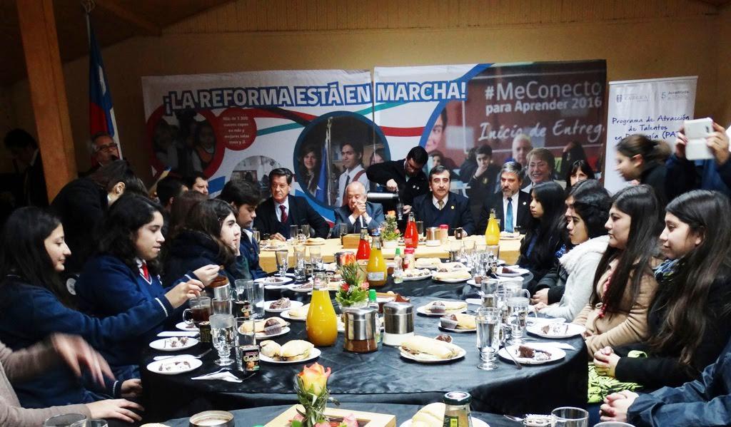 Autoridades regionales destacan vocación docente con alumnos de programa de talentos de la UCM