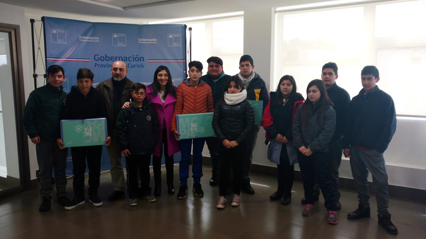 Gobierno a través de Junaeb entregó computadores a estudiantes de la Provincia de Curicó