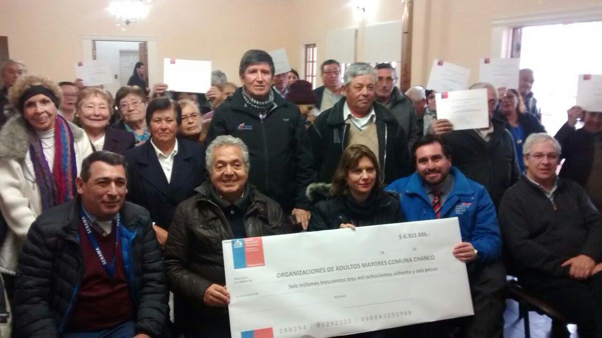 Adultos Mayores de Cauquenes, Pelluhue, Chanco recibieron recursos del Fondo Nacional de SENAMA 2016