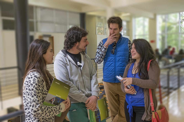 Junaeb llama a estudiantes que no han cobrado becas obtenidas en 2015 a hacer efectivo el pago de su beneficio