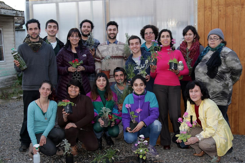 INJUV Maule junta a distintas generaciones para construir un vivero agroecológico