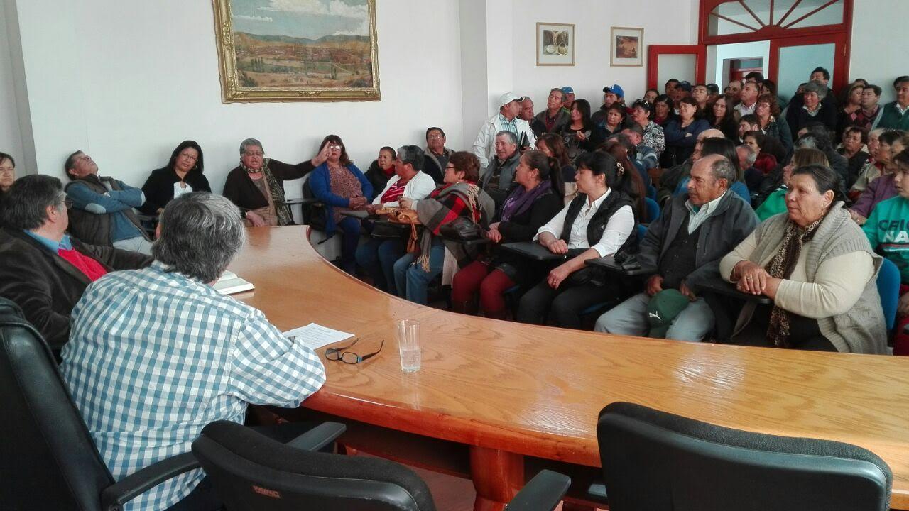Alcalde y concejales se reúnen con sindicatos de Feria Libre de Cauquenes