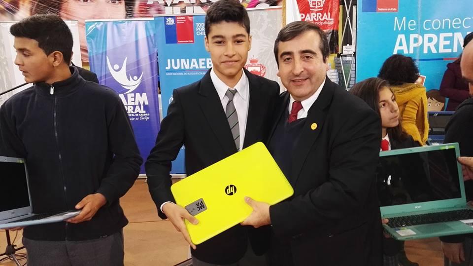 Estudiantes de sexto básico pueden elegir su computador portátil para el próximo año