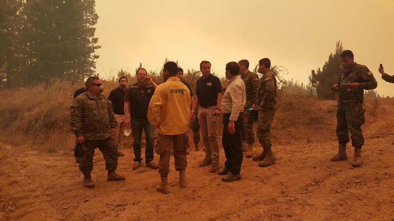 """Gobernador de Talca: """"La situación es catastrófica pero estamos a toda máquina combatiendo los incendios"""""""