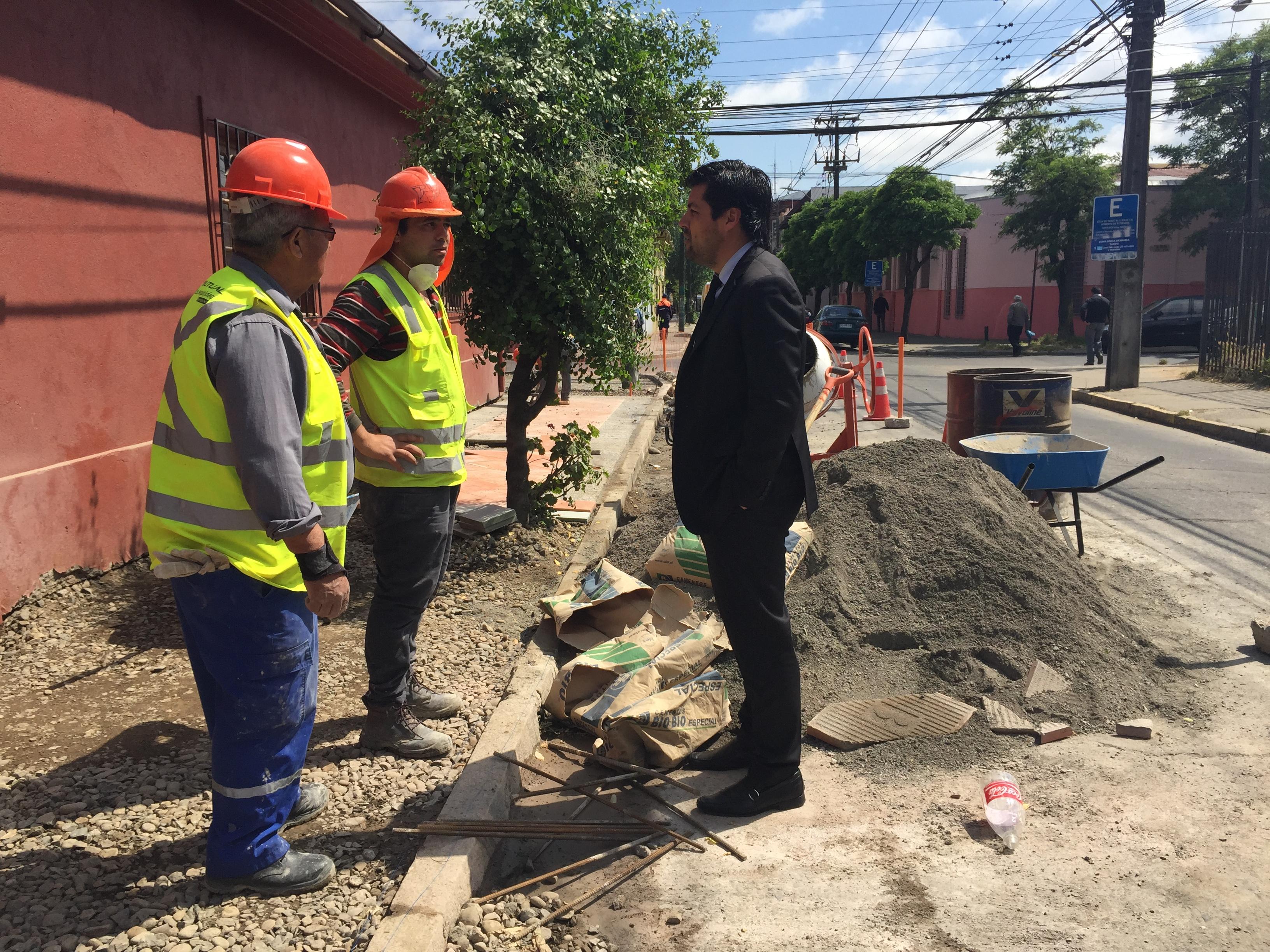 Se aprueban más de cinco mil millones de pesos para pavimentar calles, veredas y pasajes en 20 comunas