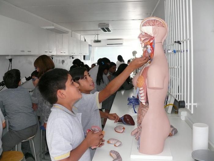 Laboratorio sobre ruedas de la UTALCA comenzó a recorrer escuelas rurales del Maule
