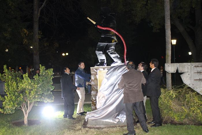 Municipalidad de Cauquenes homenajea a Bomberos con Monumento