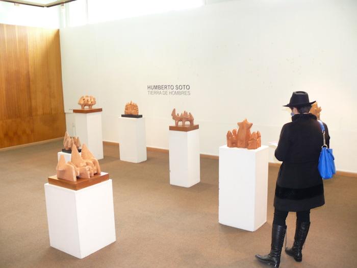 Esculturas que evocan memorias ancestrales se exhiben en Universidad de Talca