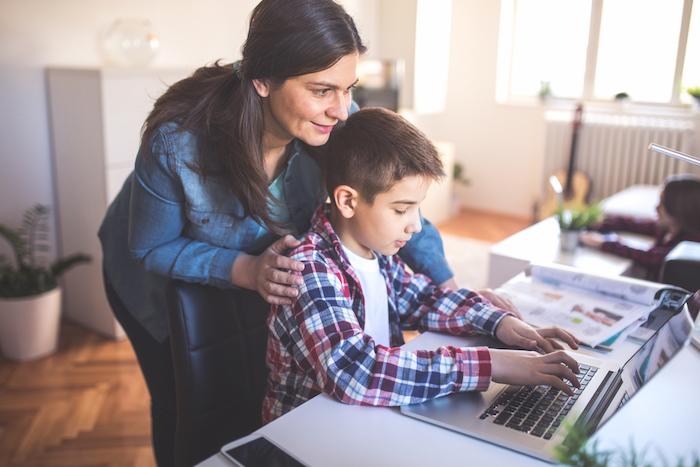 ¿Cómo complementar tecnología y educación durante vacaciones?
