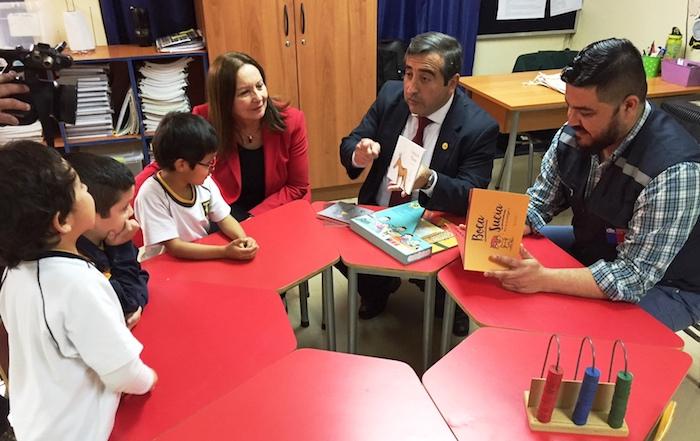 Escuelas públicas de la provincia de Linares recibieron el Set de Cuentos Ilustrados del Chile Crece Contigo