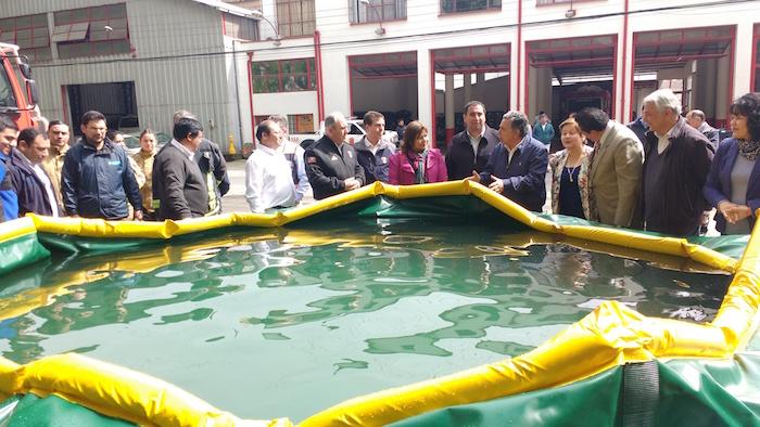 Bomberos de Linares recibió piscinas auto-soportantes para combate de incendios forestales