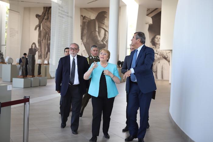 Presidenta Michelle Bachellet visitó la Universidad de Talca y participó en el lanzamiento de dos libros