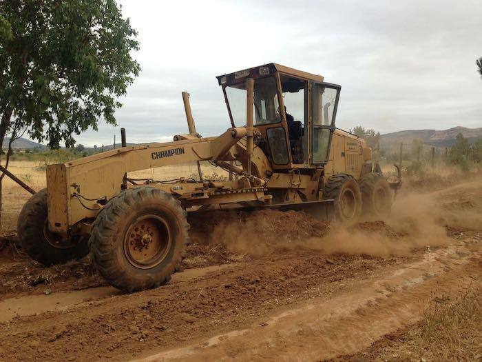 Maquinaria pesada contratada por municipalidad de Cauquenes comenzó trabajo de corta fuegos