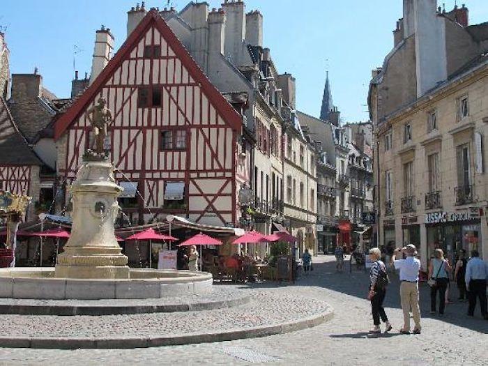 La Borgoña y Maule reafirman compromiso de colaboración mutua