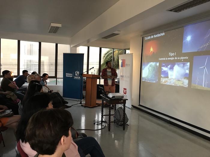 Charla sobre astronomía convocó a más de cien personas en la Biblioteca Municipal de Talca