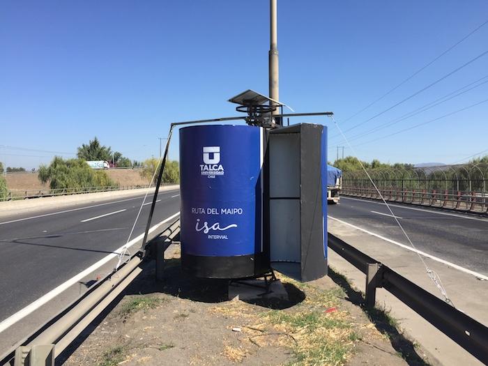 Generador eólico aprovecha energía producida por vehículos en carretera
